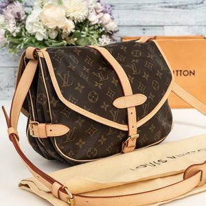 LOUIS VUITTON Saumur 30 Medium Monogram Canvas